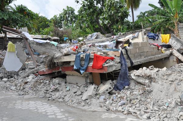 Haiti nach dem Erdbeben: Totale Zerstörung soweit das Auge reicht