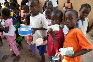 Die Kinder freuen sich über Milchbrei und Seife. Das bleibt auch in Zukunft so.