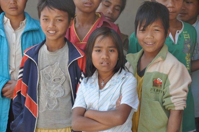 Burma: Befreite Buben und Mädchen aus dem ORA-Förderschaftsprojekt