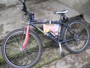 Maxims Fahrrad erreicht nach 2'500 km Reise mit dem ORA-Hilfstransport Moldawien