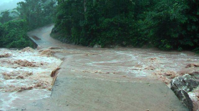 Die schweren Überschwemmungen, die mit den Hurrikans einhergehen verunreinigen das Wasser