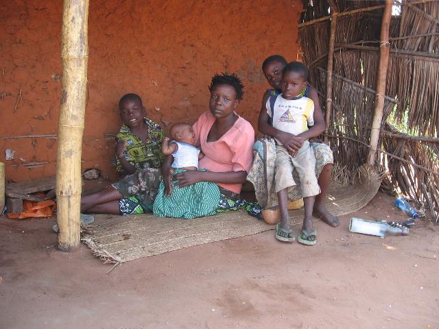 Eine Familie aus Watamu in Kenia: Tausende Menschen konnten mit überlebenswichtiger Nahrung versorgt werden. Reicht das?