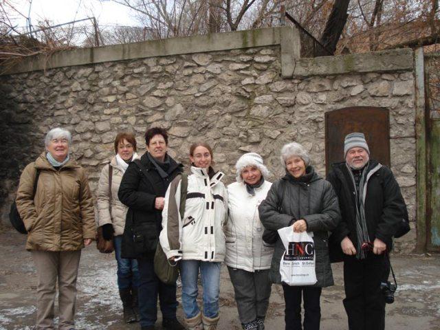 """Die Reisegruppe von links nach rechts: Anita Scheidegger, Christin Jacob, Margrit Marending, Jaquelin Loriol, Angela (ORA MD), Margret Stoll (""""ungerwägs"""") und Siegfried Böhm"""
