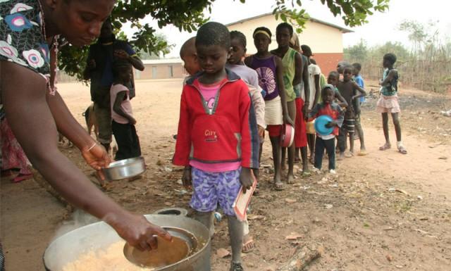 Wir hoffen, dass sich die Situation in Guinea-Bissau nicht weiter verschlechtert, und dass an den Schulen weiterhin Essen verteilt und unterrichtet werden kann