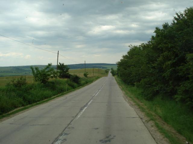 Eine gut ausgebaute Strassen in Moldawien sieht so aus. Meist gibt es nur Sandpisten