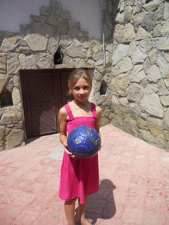 Cristina Castrave, 10 Jahre, verbringt ihre Sommerferien dank einer Patenschaft im Ester Chiperceni