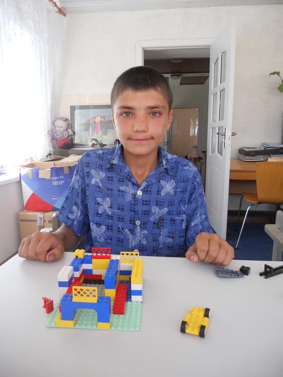 Grigore verbringt seine Sommerferien dank einer Patenschaft im Ester Chiperceni