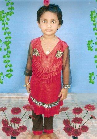 Die 7-jährige Madhumithra aus Indien